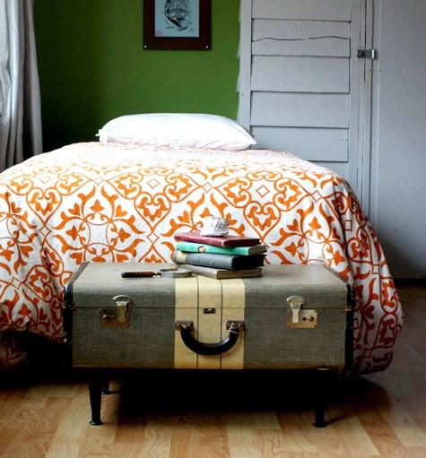 Старые чемоданы в интерьере
