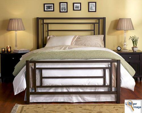 Железные кровати в интерьере спальни