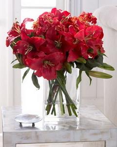 Большие стеклянные вазы для декора