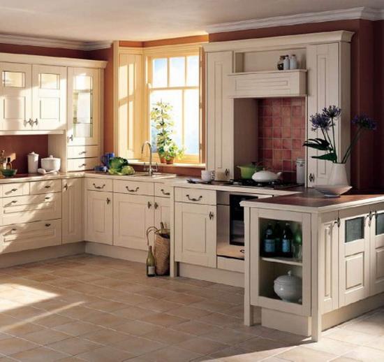 Несколько вариантов оформления кухни в классическом английском стиле.