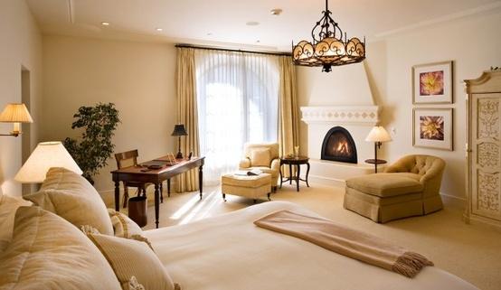 Интерьер спальни с электрокамином электрокамины в ульяновске на марата 8