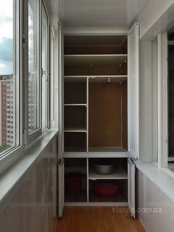 Шкаф на балконе пример.