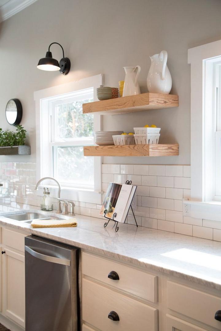 Кухня с окном дизайн фото