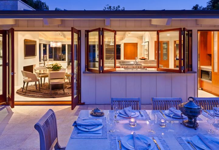 Дизайн кухни с окном в доме фото