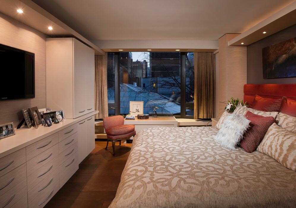 Узкая спальня с лоджией дизайн