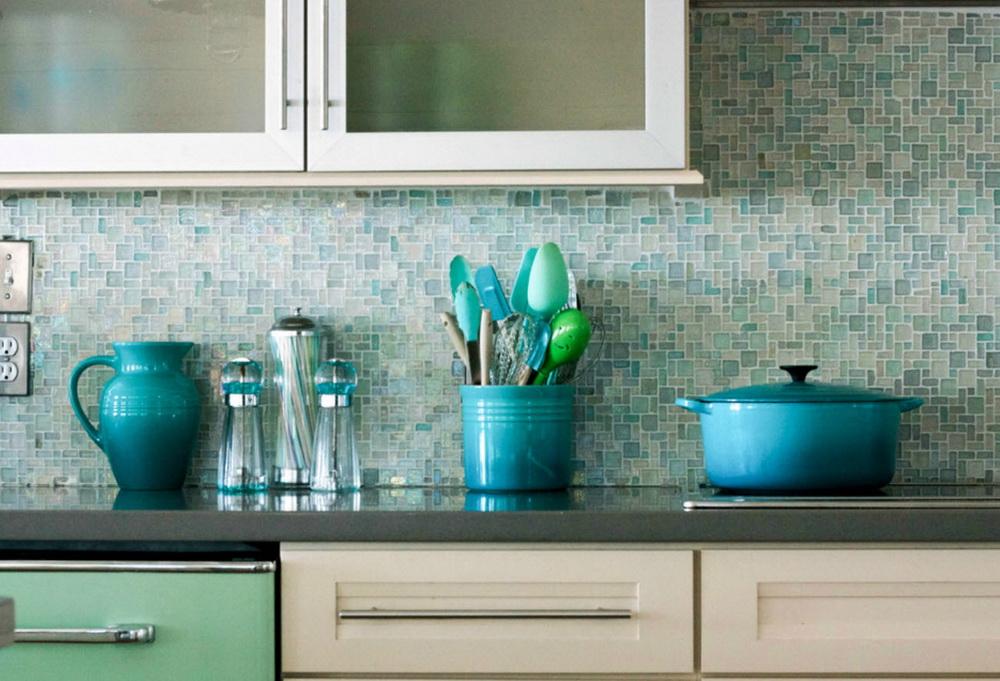 Kitchen glass tile backsplash