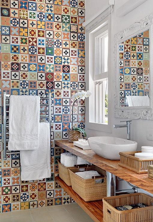 Яркие идеи для ванной комнаты плитка