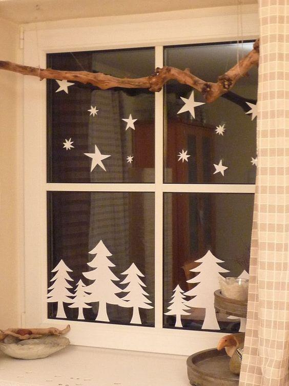 Украшение окна на новый год из зубной пасты
