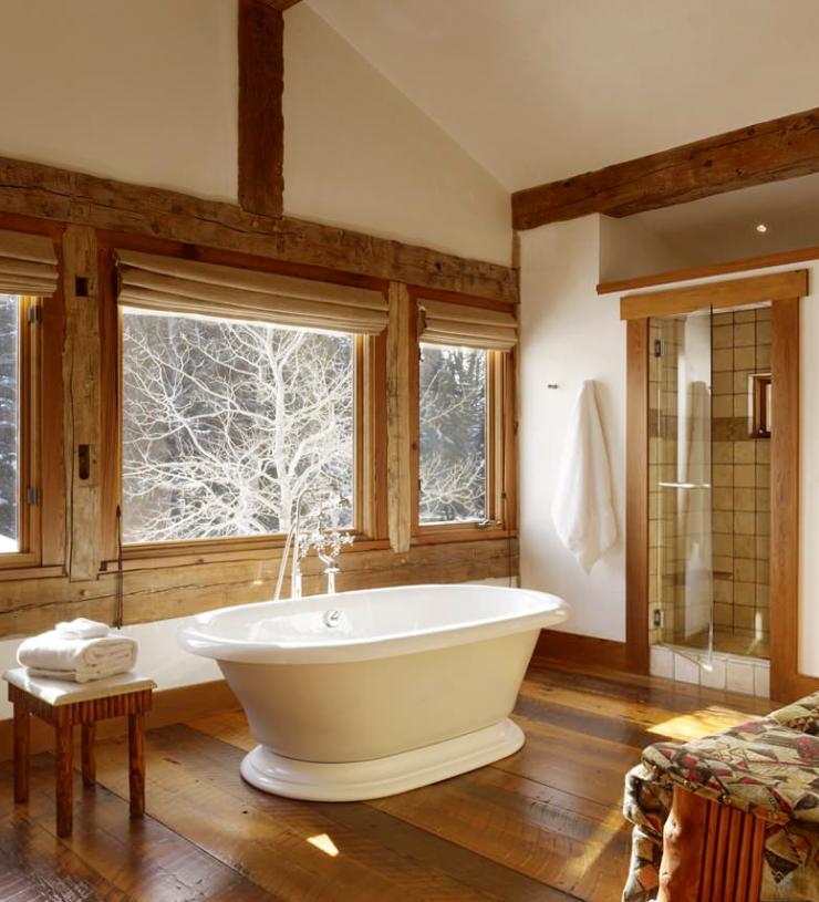 Отделка деревом ванной комнаты